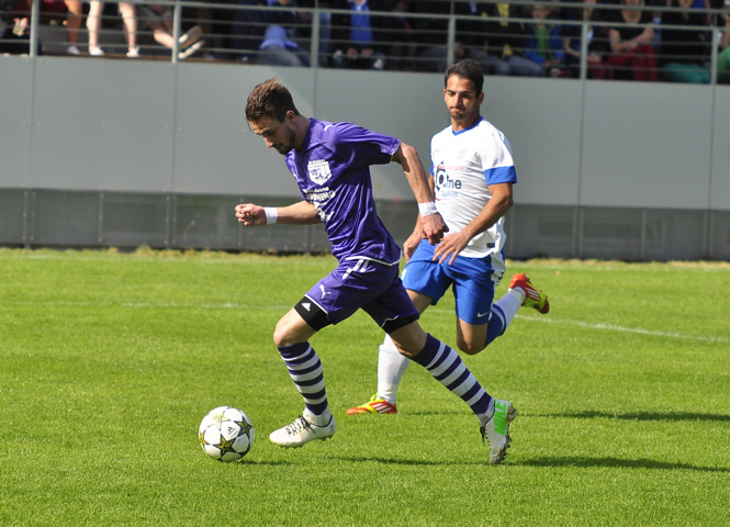 Foto: ... Kronreif Christofer visiert den Ball an, ...